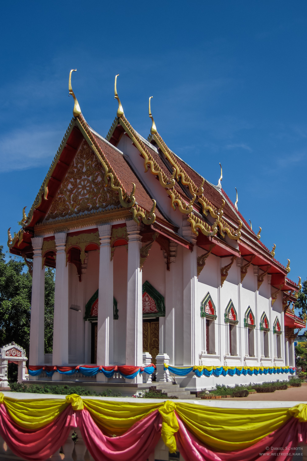 how to get from udon thani to vientiane