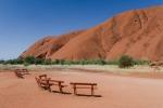 Sitzbänke am Uluru