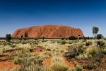 Uluru mit Mond