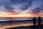 Angler am West Beach im Sonnenuntergang