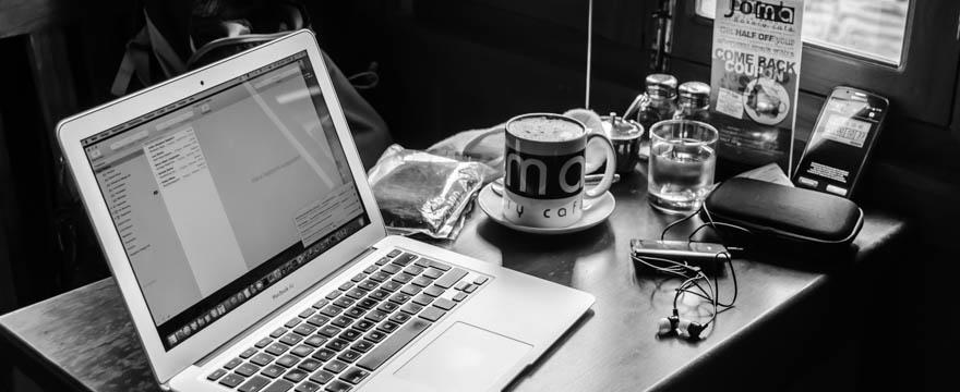 Daniels Arbeitsplatz beim Schreiben eines Artikels